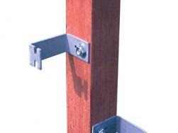 Holzpfahl mit Holzpfahlbügel